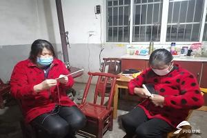 闪电直击|大别山里村民连夜缝制鞋垫送山东医疗队队员