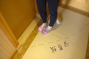 """为""""强迫症""""点赞!山东医疗队队员是这样换拖鞋的……"""