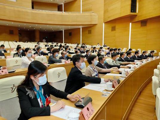 山东省十三届人大四次会议主席团第一次会议举行
