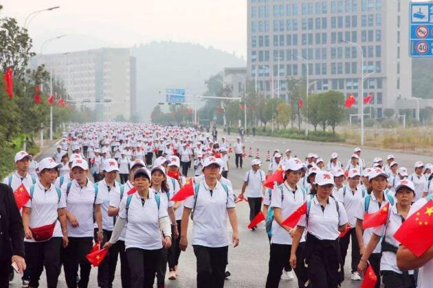 新闻和报纸摘要丨山东14万名爱好者参加万人健步走活动