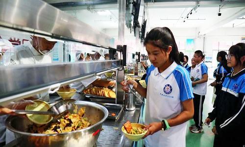 网络订单式点餐 平原县开学第一餐主打节俭牌