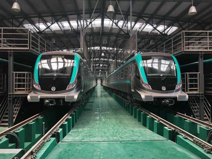 """青岛地铁13号线:""""清新绿""""地铁列车即将开始""""试跑"""""""