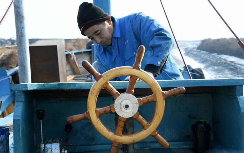 探访传统手工造船 没图纸全凭造船师傅眼光和经验