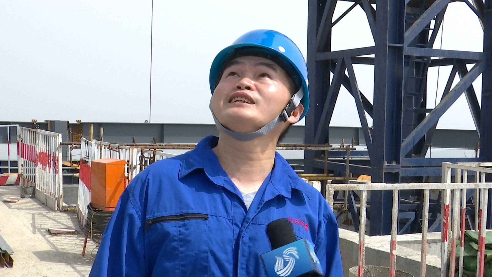 """59秒丨比""""最高""""更高,济南第一高塔吊司机凭1根安全绳每天上下2趟"""