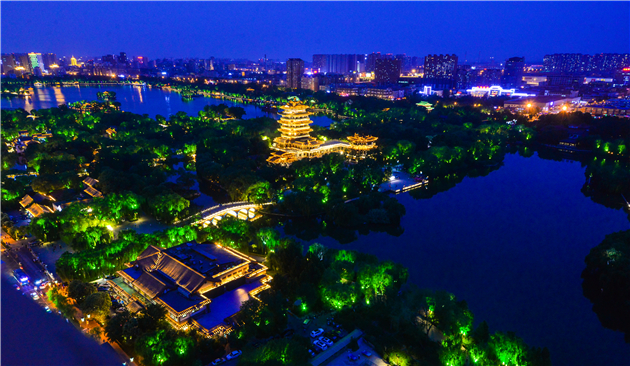 大明湖夜景-王琴.jpg