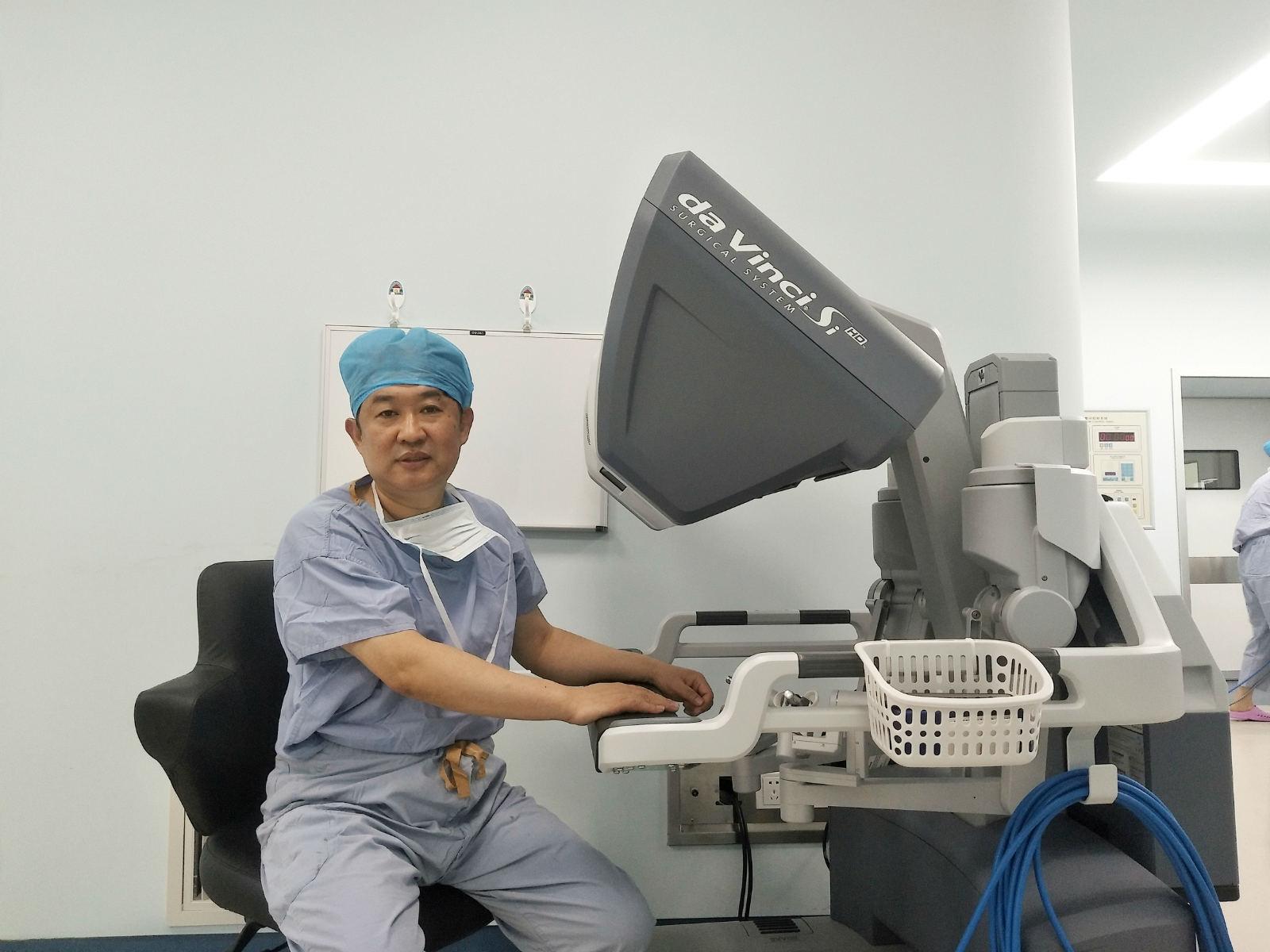 我省首例单孔腹膜外机器人根治性前列腺癌切除术成功完成