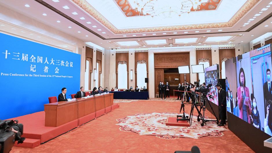 """直播:外交部長王毅就""""中國外交政策和對外關系""""答記者問"""