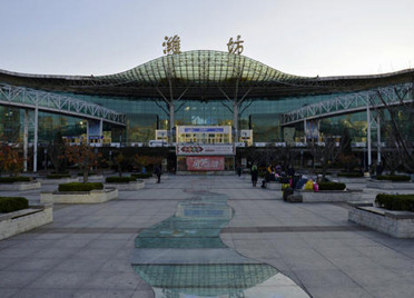 潍坊火车站一男子持刀威胁旅客 铁警迅速处置1分钟内将其制服