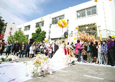 """婚宴八日游 随礼随到手软 潍坊市民吐槽""""最拥挤结婚季"""""""