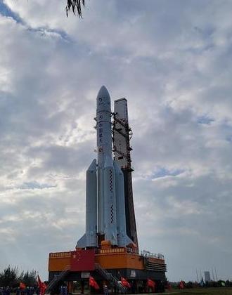 长征五号遥五运载火箭转运至发射区 于11月下旬择机发射