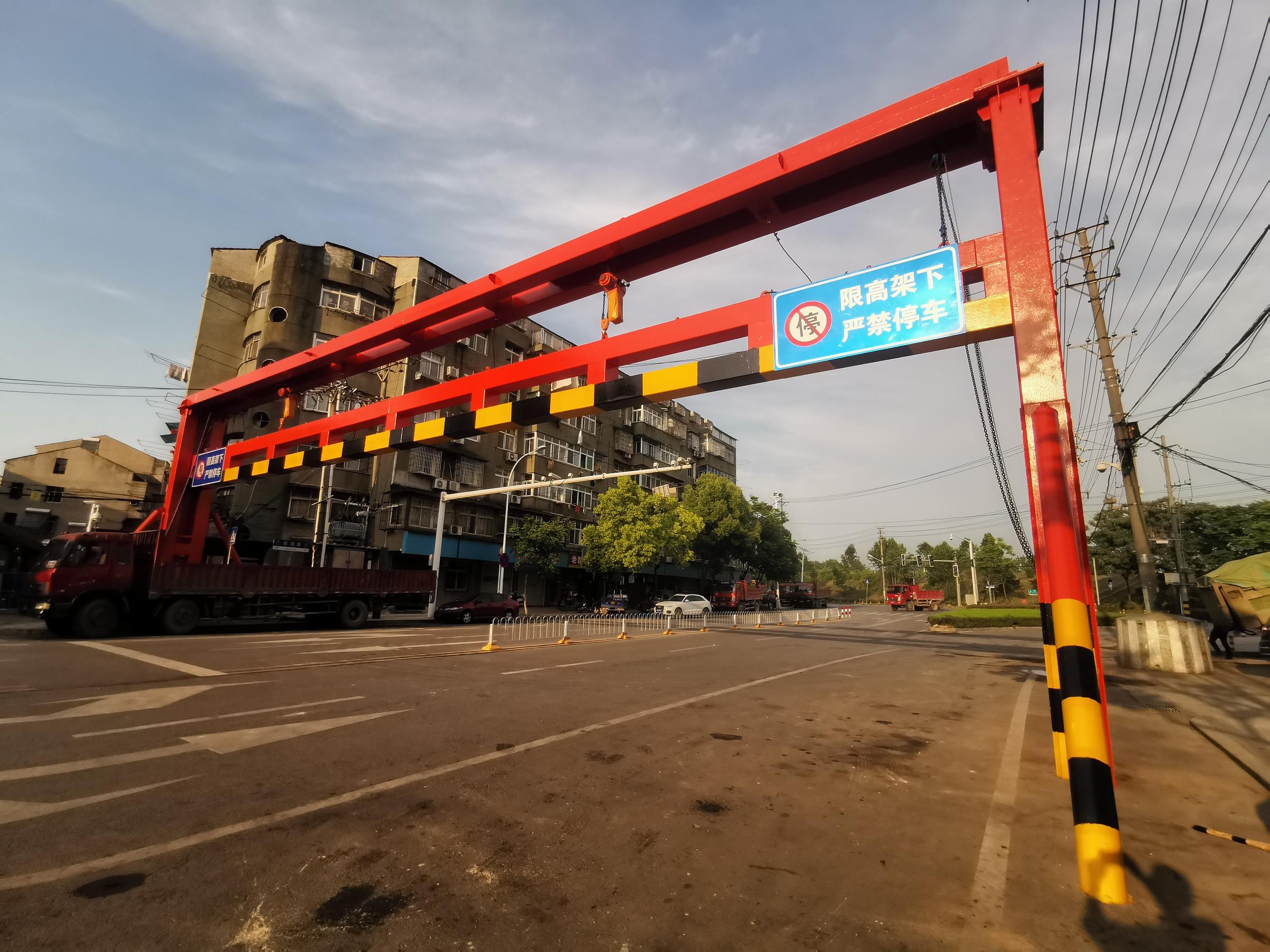 潍坊市开展道路限高限宽设施专项整治