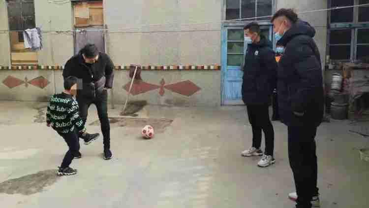 情暖童心!淄博蹴鞠走进高青助力乡村少年足球