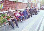 """让等待变温暖 幼儿园""""家长接送等待区""""亮相潍坊街头"""