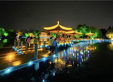 山东潍坊:流光溢彩夜斑斓