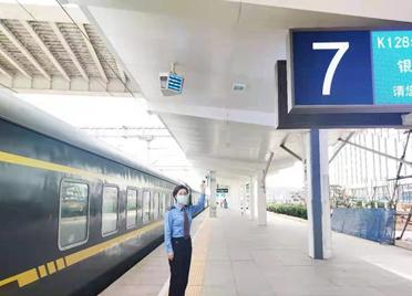 """全国首座抬头看""""地标""""的火车站在潍坊市建成运行"""