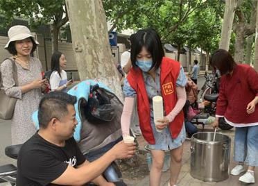 山东潍坊:蒲扇西瓜绿豆汤,陪考也清凉