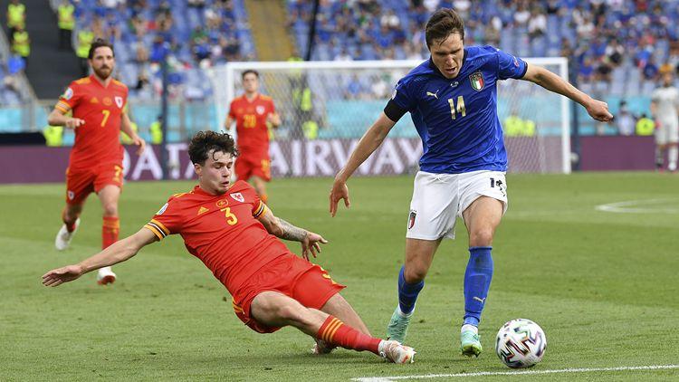 意大利1-0勝10人威爾士鎖定第1