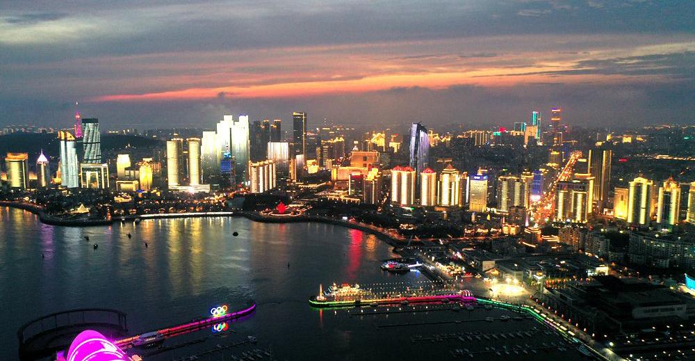 【大片】夏日青岛 有一种美叫晚霞与霓虹相辉映