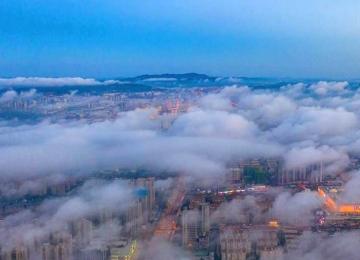 霧氣涌動,如夢似幻