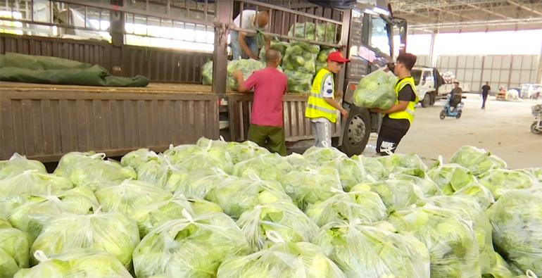 寿光40吨新鲜优质蔬菜驰援河南