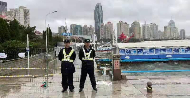 青岛:风雨不退 他们守护这座城