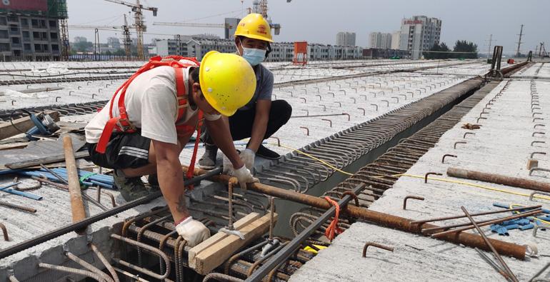 """潍坊宝通街快速路工程:啃下硬骨头 涉铁路段跑出""""加速度"""""""