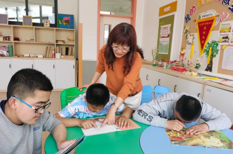 一家三代六位老师 她们传承着教育的赤诚之心