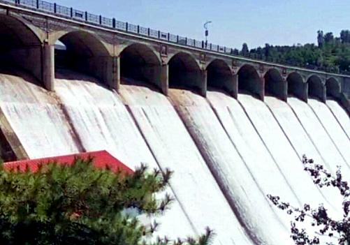 """打卡济南""""黄果树瀑布"""" 锦绣川水库已由十孔开闸放水变为三孔泄洪"""