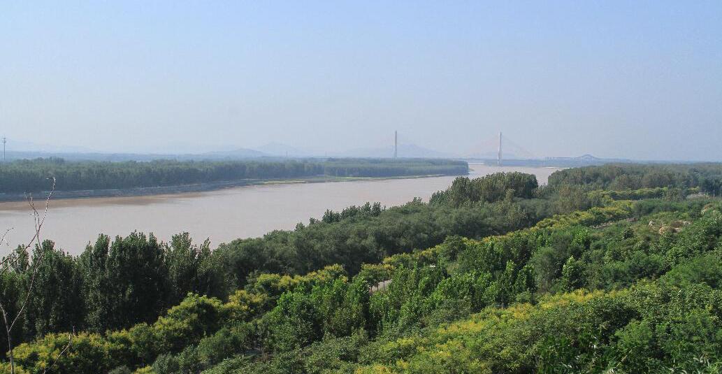 秋日黄河观盛景