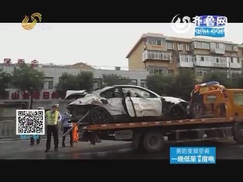 济南:宝马车撞断15节护栏 车毁人亡