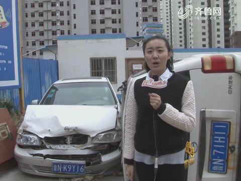 工地门口 四辆私家车被砸烂
