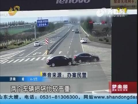 泰安:惊险!十字路口 两车迎面相撞