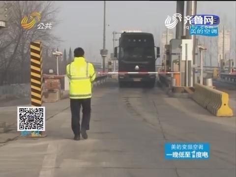 淄博:摩托车上了高速 驾驶员还是外国人