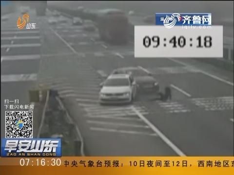 湖北:高速上停车一分钟女子被撞