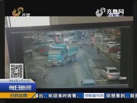济南:渣土车撞上电动车 两人死亡
