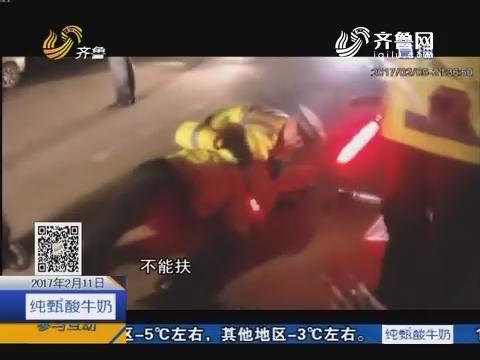 日照:无证驾驶疯狂闯卡撞交警
