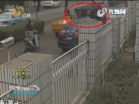 济南:停车急开门引发大车祸