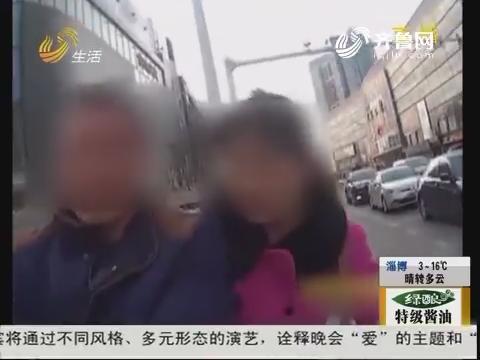 潍坊:骑摩托车上路 没戴安全头盔