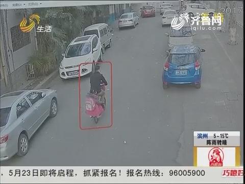 """济宁:停车一晚 汽车成了""""大花脸"""""""