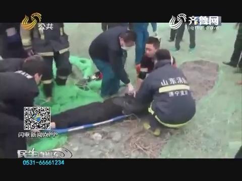 济宁:6旬老妇掉入深井 15分钟生死营救