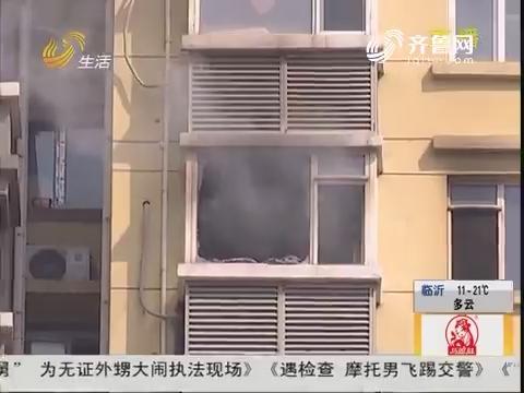 青岛:高层居民楼起火 浓烟滚滚