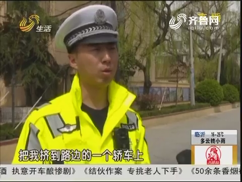 青岛:轿车加速 拖行交警百余米