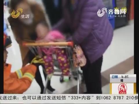 """潍坊:心急!婴儿手腕被购物车""""咬住"""""""