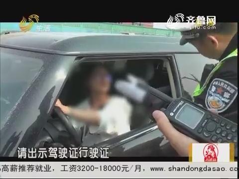 济南:宝马追尾货车 司机拒不下车