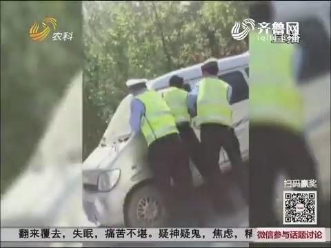 【群众新闻】德州:疯狂!面包司机拒查拖行交警千米