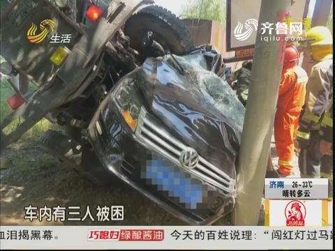 兖州:十字路口 拖拉机与轿车相撞