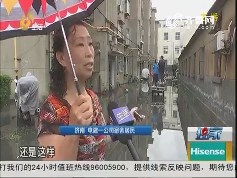 """济南:大雨过后 小区停车场变""""码头"""""""