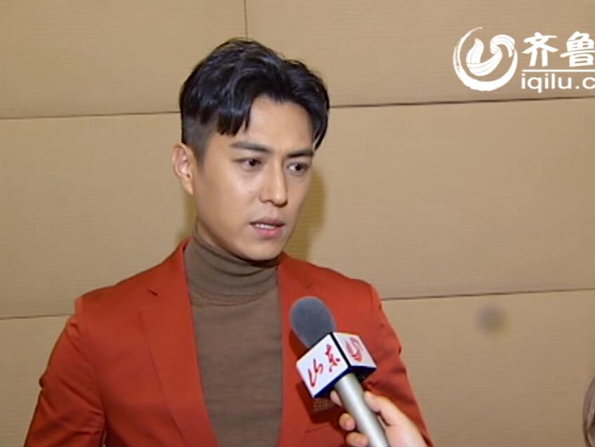 """星访谈:靳东春晚首秀帅气亮相 """"老干部""""大谈演员修养"""