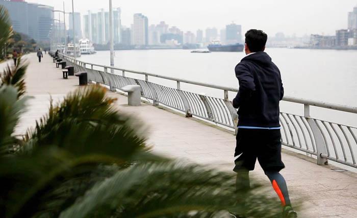 花絮   宁述勇长腿大叔海边晨跑 这简直是韩剧的桥段