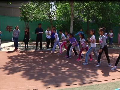 小记者走进幸福街小学  春季运动会趣味盎然